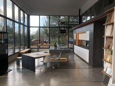 Unsere Ausstellungsküche mit selbst entwickeltem Schwenktisch (hier halbaufgeschwenkt) im Industry Loft Style by Ebbecke-excellent einrichten