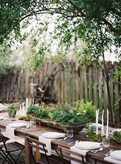 Hübsche Idee für die Tischdekoration: ein kleiner Garten