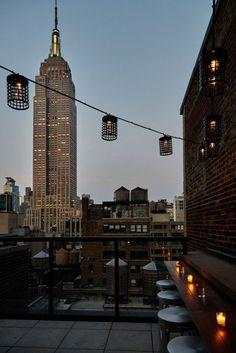 New York Life, Nyc Life, City Aesthetic, Travel Aesthetic, Hotel New York, New York Bar, New Foto, Ville New York, City Vibe