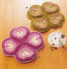Crochet heart potholders with  diagram.  The diagram has some stitches over stitches, this can be simplyfied to single stitch (not over). Use your web translator for this page.