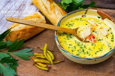 "Reteta de ciorba radauteana. Dar nu ""cum scrie la carte"". Video. Romanian Food, Cheeseburger Chowder, Guacamole, Food Videos, Thai Red Curry, Mexican, Ethnic Recipes, Blog, Soups"