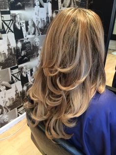 babylights blonde hair with a curly blow big bouncy blow