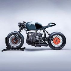 """bike-exif: """"Made to order: here's a look at one of Mark II BMW's, finished in a color borrowed from McLaren's palette. Image by . Bmw Cafe Racer, Cafe Racers, Moto Cafe, Bobber Custom, Custom Bmw, Bmw Scrambler, Bmw Boxer, Bmw Motorbikes, Cool Motorcycles"""