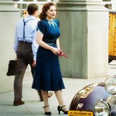 Full shot of Hayley aka Carter. Blue dress below the knee with red strap heels. The collar and sleeve trim of the dress is light blue. Fashion Tv, 1940s Fashion, Vintage Fashion, Red And Blue Dress, Blue Dresses, Hayley Attwell, London Girls, Peggy Carter, Vintage Outfits