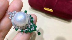 Fancy Jewellery, Gems Jewelry, Pearl Jewelry, Jewelry Art, Diamond Jewelry, Antique Jewelry, Pearl Necklace Designs, Jade Earrings, Mikimoto Pearls