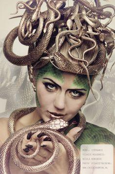 making medusa headpiece Medusa Halloween Costume, Snake Costume, Hallowen Costume, Halloween Kostüm, Diy Costumes, Cosplay Costumes, Costume Ideas, Medusa Headpiece, Headdress