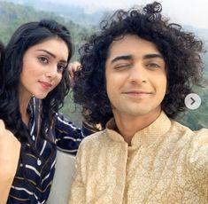 Dhadkan ye kehti h Dil tere bin dhadke na! Radha Krishna Holi, Radhe Krishna, Meet U, Sweet Couple, Bollywood, King, Graphics, My Favorite Things, Couples