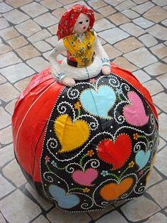 Modern Portuguese handicraft inspired by Portuguese traditional designs. International Craft, Portuguese Culture, Arte Popular, Gourd Art, Naive Art, Doll Crafts, Gourds, Diy, Traditional Design