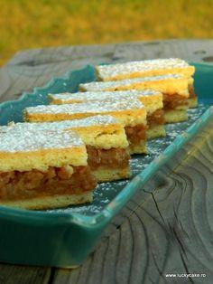 E sezonul merelor si trebuie sa profitam de ele! Cel mai bine ar fi sa le consumam proaspete, dar daca ai mere muuuulte,un desert cu mere e un deliciu 🙂 Asa ca am facut o prajitura rapida si simpla cu mere, dar gustul ei e minunat! Ingrediente: Umplutura: 2 kg mere curatate si razuite o...Mai departe Romanian Desserts, Romanian Food, Lucky Cake, Pastry Cake, Cornbread, Cheesecake, Deserts, Dessert Recipes, Pie