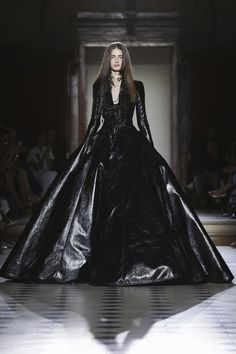 Julien Fournié Couture Fall Winter 2015 Paris #dark #fashion #black #dress #runway #couture