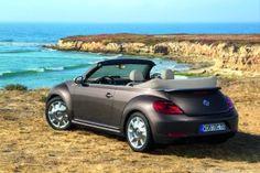 Volkswagen präsentiert auf der Los Angeles Auto Show in einer Weltpremiere das neue Beetle Cabriolet.