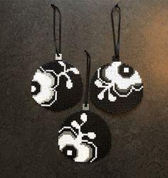 De klassiske RC julekugle i nye farver Hama Beads Design, Hama Beads Patterns, Beading Patterns, Christmas Perler Beads, Perler Bead Templates, Peler Beads, Hama Beads Minecraft, Beads Pictures, Iron Beads