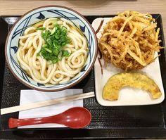 Giant kakiage with noodles and pumpkin tempura