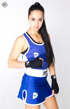 Girls that Fight Beach Workouts, Best Dramas, Female Fighter, Action Poses, Kickboxing, Ulzzang Girl, Muay Thai, Karate, Mma