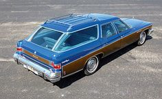 1976 Buick Estate Wagon - With a curb weight of 5,400 lbs. (2,449 kilos), the '75 and '76 models were the largest station wagons ever built. They were also the longest, at > 19 feet long. (5.89 meters). http://en.wikipedia.org/wiki/Buick_Estate (video) https://www.youtube.com/watch?v=Ag4tjtgqwSQ