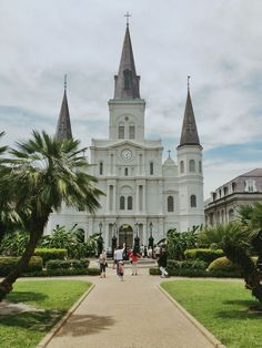 Jackson Square | New Orleans.. the last time we were there we encountered an entire wedding party walking down the street to the rhythm of a jazz band accompanying them. It was so perfect!