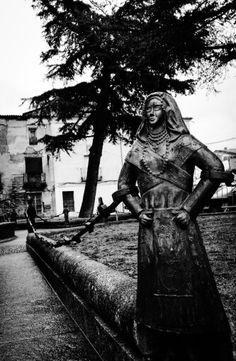 Bolardos con las ropas de la zona de Bracamonte. #abpcita. Greek, Statue, Art, Problem Based Learning, Art Background, Greek Language, Kunst, Sculpture, Sculptures