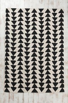 Magical Thinking Triangle Chain Rug from Urban Outfitters. Saved to Triangles. Shop more products from Urban Outfitters on Wanelo. Textile Patterns, Textile Design, Print Patterns, Quilt Design, Magical Thinking, Ideias Diy, The Design Files, Grafik Design, My New Room