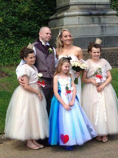 Alice in wonderland theme wedding #paintingtherosesred #sweetpeafloristry #aliceinwonderland