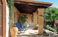 Inspirationen: Eine Finca auf Mallorca: Überdachte Terrasse - Wohnen & Garten