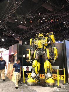 #SDCC18 2018 - First Looks From The Hasbro #Transformers Booth - New Studio Series And More!