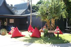 The popular Byron Beach cafe recently extended its outdoor seating area to accommodate extra guests, using outdoor bean bags from Bean Bags R Us Australia.