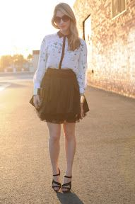 The skirt, heels & gold bracelet, fabulous. The shirt is the cherry on top to complet