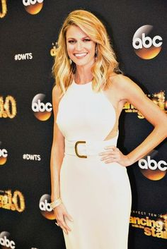 Erin Andrews rolled her eyes as Noah Galloway proposed to his girlfriend on Dancing With the Stars. Erin Andrews, Sports Women, Female Sports, Cut Her Hair, Disney Dresses, Dancing With The Stars, Hair Dos, Belted Dress, Powerful Women