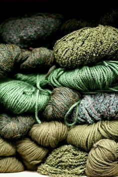 Oh, I love yarn in beautiful earthy colors… ~~ … - Moderne Ideen Shades Of Green, Color Inspiration, Bunt, Green Colors, Favorite Color, Needlework, Knit Crochet, Weaving, Couture