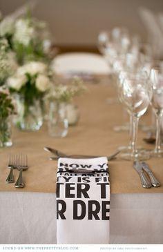 Green table decor | Photo: Cari Photography