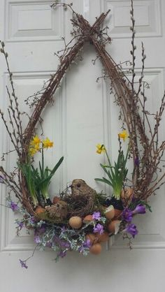 Couronne de Pâques naturelle - Easter - Best Picture For spring wreaths diy sunflower For Your Taste You are looking for something, and it is going to tell you exa Easter Flower Arrangements, Easter Flowers, Floral Arrangements, Easter Crafts, Christmas Crafts, Christmas Decorations, Dorm Decorations, Easter Decor, Deco Floral