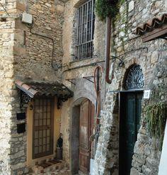 Borghetto S. Nicolò, Frazione di Bordighera (IM), centro storico