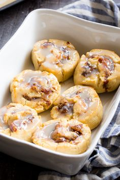 These classic paleo cinnamon rolls begin with a one-bowl dough, have a maple cinnamon filling and dairy-free, sweet and gooey white glaze drizzled on top! They're soft and chewy on the inside with a Paleo Dessert, Paleo Snack, Paleo Meal Prep, Paleo Breakfast, Paleo Sweets, Free Breakfast, Healthy Desserts, Paleo Zucchini Bread, Paleo Pumpkin Bread