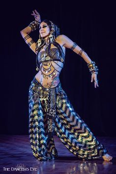Rachel Brice @ Tribal Revolution 2015 - Saturday Gala Show by The Dancers Eye - Fine Art Bellydance Photography Rachel is beyond gorgeous, and those pants, holy moly! Tribal Fusion, Tribal Mode, Tribal Style, Rachel Brice, Belly Dance Outfit, Belly Dance Costumes, Costume Tribal, Dance Oriental, Chica Fantasy