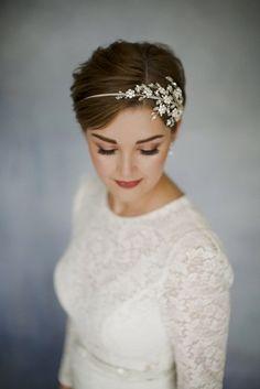 Laat je inspireren door deze 10 bruidskapsels voor kort haar en verzeker jezelf van een prachtig kapsel op jouw misschien wel mooiste en meest romantische dag in jouw leven