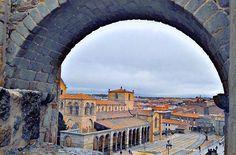 "hoboh Spain (@hoboh_es) su Instagram: ""#WhereisHoboh today? . . . 📍Ávila, Spain . . . San Vicente basilica located in #ávila #spain…"""