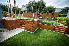 Prekonávanie rôznych výškových úrovní pomocou vyvýšených záhonov   v kombinácii so schodmi Outdoor Furniture Sets, Outdoor Decor, Outdoor Storage, Outdoor Living, Pergola, Garden, Plants, Home Decor, Outdoor Life