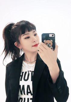 。✩˚。 seulgi ⋆♡⋆。 Exo Red Velvet, Red Velvet Seulgi, Kpop Girl Groups, Kpop Girls, Différents Styles, Hair Styles, Seulgi Instagram, Choppy Bangs, Baby Bangs