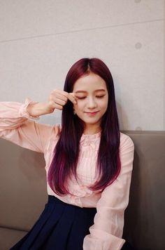 << Jisoo >> i love that haircolor!!!