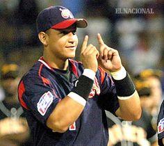 Miguel Cabrera (24) jugador en los jardines de Tigres de Aragua. Serie final contra Leones del Caracas. Foto: Nelson Castro. Temporada 2004-2005