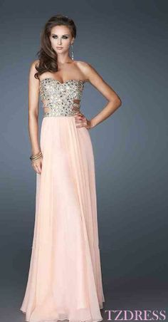 This is the dress my sister is wearing to her prom!!! I love it!