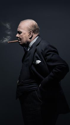 A gallery of Darkest Hour publicity stills and other photos. Featuring Gary Oldman, Kristin Scott Thomas, Lily James, Ben Mendelsohn and others. Gary Oldman Churchill, Winston Churchill, Gary Oldman Darkest Hour, Movies In London, Clementine Churchill, Kristin Scott Thomas, Live Hd, Figure Photo, Hugh Dancy