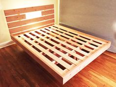 This diy article is about platform bed frame plans. In our free king platform bed plans we show you how to build the frame, the headboard and how to assemble it. Floating Platform Bed, Floating Bed Frame, Platform Bed Frame, Simple Bed Frame, Diy Bed Frame, Bed Frames, Bed Frame Plans, Bed Plans, Bed Frame Design