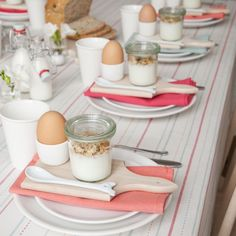 Perfect table for spring or summer guest breakfast. Great idea for breakfast with the family!