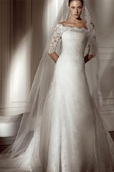 Lace wedding dress with sleeves and long veil