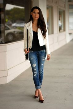 6 Ways to Dress Up in a Boring Shirt - Page 6 : White Leather Jacket and Boyfriend Jeans Cream Jacket Outfit, Cream Leather Jacket, Leather Jacket Outfits, White Leather, Outfit Jeans, Real Leather, Best Leather Jackets, Jeans Boyfriend, Woman Clothing
