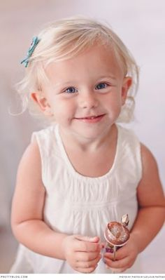 Beautiful little girl dressed in white | Photography by Lize Louw Photography