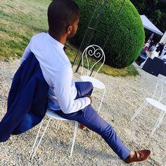 Lignes parfaites en Eugène Boutonnier - Perfect figure with Eugène Boutonnier @eugene_boutonnier #noeudpapillon #bowtie #madras #plaid #chemise #dessshirt #shirt #eugeneboutonnier #eugene  @fatherandsons #suit #navysuit #costume #costume #bleu #mariage #wedding #menswear #dapperedman #dappered #dapper #manterest #createur #designer #instafashion #modehomme #gq #therake #rake