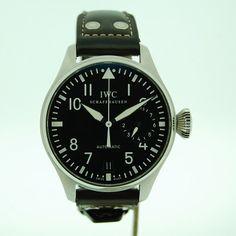 IWC Watches Big Pilot Ref: IW500401  - Calibre de carga automática manufacturado por IWC 51110. - 7 días de reserva de marcha. - 21.600/h / 3Hz alternancias por hora. - 46.2 mm de diámetro. - Cristal a zafiro. - Pulsera de cuero de cocodrilo. - Cierre broche plegable. - Agujas luminosas, indicador de reserva de cuerda, corona atornillada, índices luminosos.  #relojes #iwc #bigpilot
