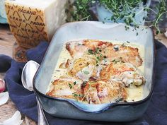 Krämig kycklinggryta med Grana Padano | Recept från Köket.se Bastilla, Naan, Lasagna, Quiche, Food And Drink, Curry, Chicken, Breakfast, Ethnic Recipes